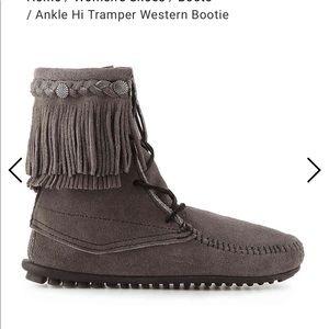 Minnetonka Ankle Hi Tramper Western Booties 8